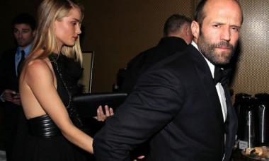 """Jason Statham va juca alături de o brunetă super sexy în noul său film: """"Îl voi distruge!"""" Cum arată cea care îl """"amenință"""" public"""