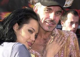Cum arată la 65 de ani al doilea soț al Angelinei Jolie. Cine e femeia cu care a înlocuit-o după divorț