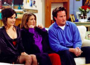 """Chandler din Friends, de nerecunoscut la 51 de ani. Actorul a pus mâna pe """"cea mai frumoasă femeie de pe fața pământului"""" și e mai tânără cu 22 de ani"""