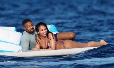 """""""Cel mai sexy bărbat în viață"""", surprins la plajă alături de iubita sa. Ipostazele incendiare în care a fost fotografiat Michael B. Jordan"""
