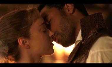 Secretele din spatele scenelor de amor din seriale, dezvăluite de coordonatorii de intimitate. Ce se întâmplă, de fapt, pe platourile de filmare