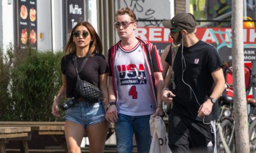 Primele imagini cu Brenda Song, iubita lui Macaulay Culkin, și băiețelul lor. Cum a fost surprinsă actrița pe străzile din Los Angeles