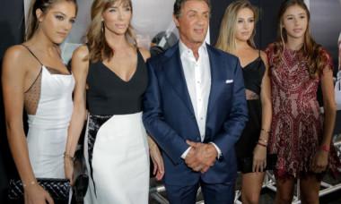 Fiicele lui Sylvester Stallone au furat toate privirile la premiera filmului în care joacă Megan Fox. În rochii mini, au fost parcă desprins de pe podium