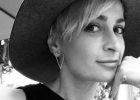 Cine este femeia împușcată de Alec Baldwin. Halyna avea 42 de ani, era mama unui băiat și se mutase în Los Angeles ca să-și construiască o carieră în lumea filmului