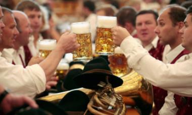 Descoperire uimitoare. Ce se întâmplă în corpul tău dacă bei doar 2 pahare de bere pe zi