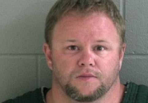 Un bărbat care și-a omorât soția și cei patru copii s-a dat de gol în urma unui accident rutier. Descoperirea făcută în mașina lui