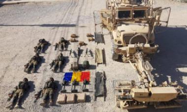 Imaginea devenită virală pe net: Cum au fost pozați militarii români din Afganistan