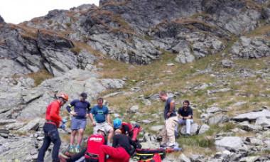 O femeie care și-a rupt un deget în Munții Făgăraș pretinde să fie coborâtă cu elicopterul