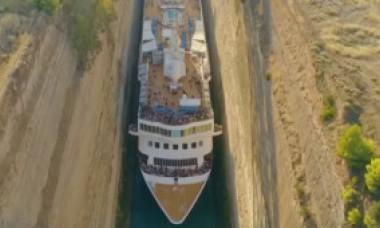 VIDEO. Premieră: Un vas de croazieră a efectuat o trecere aproape imposibilă prin Canalul Corint