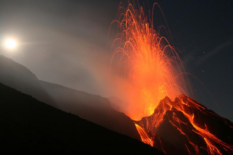 Night eruption at Stromboli volcano