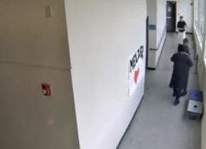 Reacția salvatoare a unui profesor, când a văzut un elev înarmat în școală