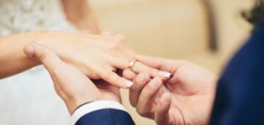 Un bărbat care a întârziat la propria nuntă și-a găsit mireasa măritată cu altul. Cum s-a răzbunat