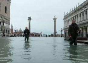 Veneția, inundată a treia oară în 5 zile. Pagubele sunt uriașe