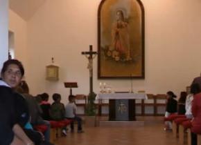 Romii din Slovacia, deși catolici, se plâng că nu sunt primiți în biserici