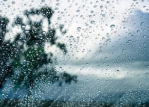 ANM a emis avertizări meteo în 28 de județe. Duminică sunt anunțate ploi torențiale, vijelii și descărcări electrice