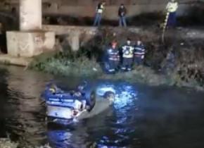 Cu mașina în râu, după o întrecere ilegală