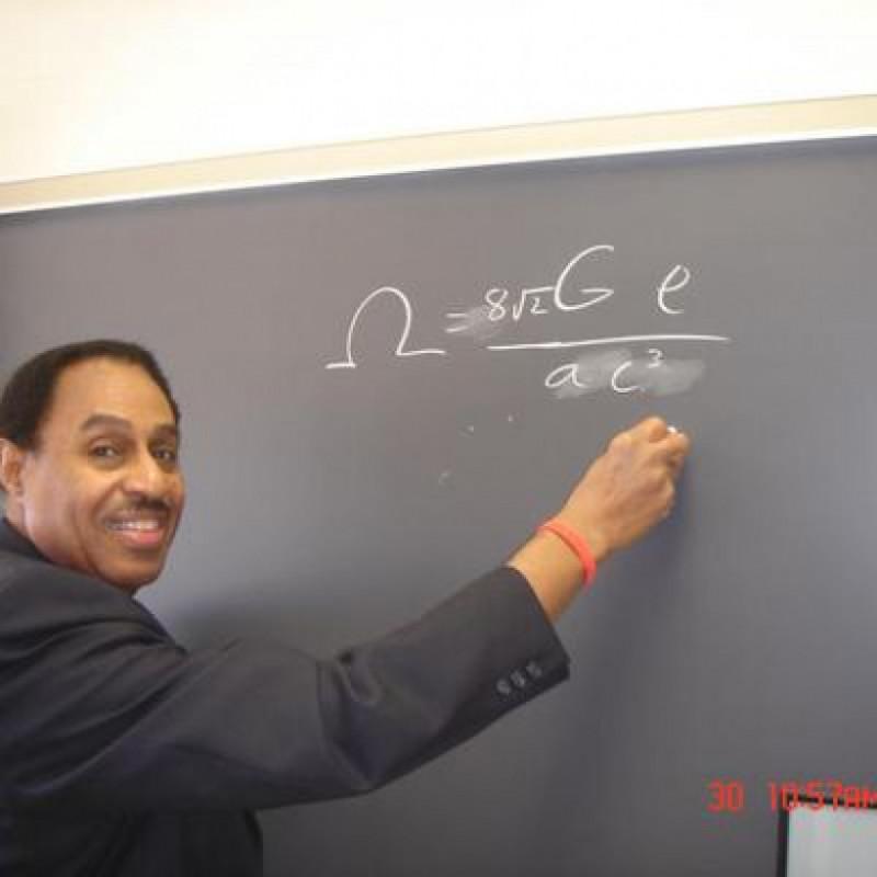 Ron Mallett, astrofizician, mașina timpului
