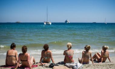 Prima lege din Europa împotriva turismului alcoolic: vor fi restricții în trei locuri. Amenzi de 60.000 de euro și pentru 'balconing'