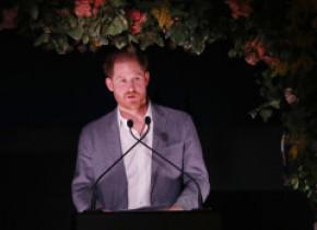 """VIDEO. Prințul Harry vorbește de o """"mare tristețe"""", în prima sa reacție publică după criza retragerii din Casa Regală"""