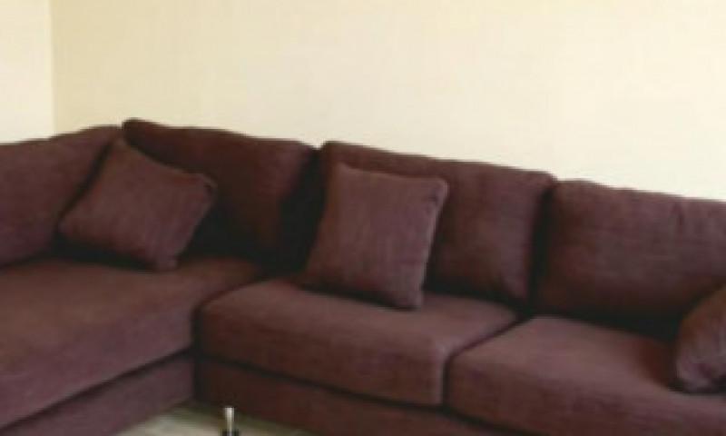 Surpriză uriașă pentru un bărbat care a cumpărat o canapea de la second-hand. A descoperit în ea o avere