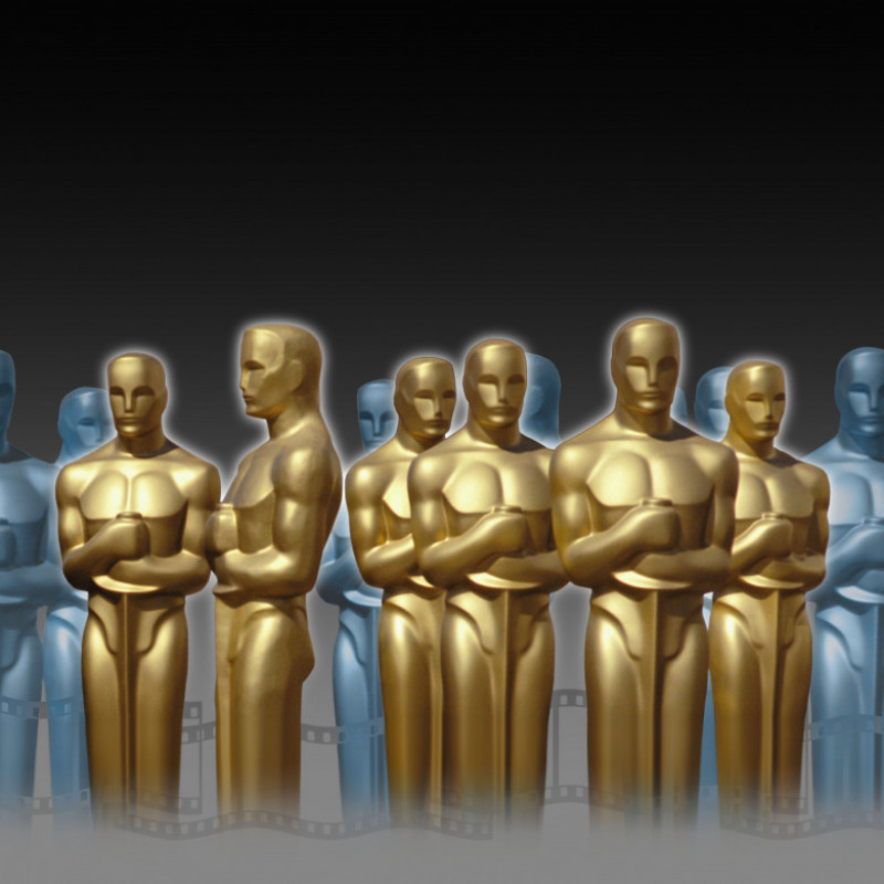 Golden and bluish Oscar statues in an imaginary setting