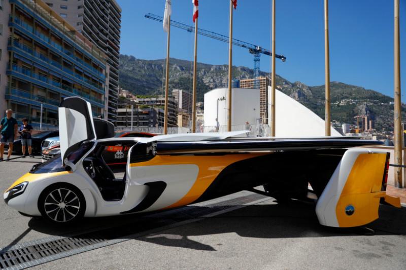 """CA - Présentation de la voiture volante """"Aeromobil 4.0&quot"""