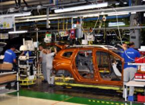 Dacia va relua producția mașinilor la Mioveni începând cu luna mai