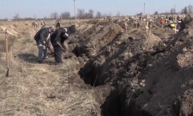 VIDEO. Orașul în care autoritățile au săpat în avans 600 de morminte pentru morții de coronavirus