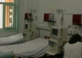 O asistentă de la Spitalul Județean din Deva, în stare gravă, după ce a fost scuipată de o pacientă Covid pozitivă