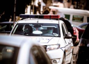 Un polițist din Argeș a fost lovit în cap în timp ce încerca să imobilizeze un bărbat agresiv