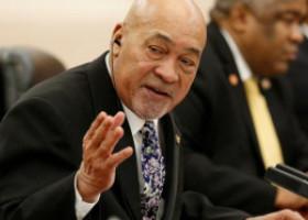Un președinte condamnat la 20 de ani de închisoare pentru crimă se pregătește pentru al treilea mandat