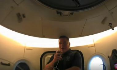 """VIDEO. Cum arată capsula SpaceX în interior. Astronauții dezvăluie că au avut un """"pasager clandestin"""""""