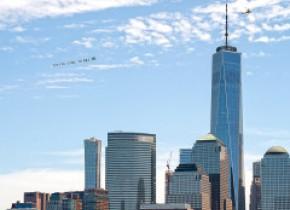 Ultimele strigăte de ajutor ale lui George Floyd, afișate pe cer în mai multe orașe din SUA