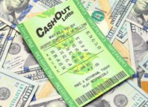Un bărbat a sfidat probabilitățile și a câștigat la loterie de două ori într-un an. A doua oară și-a dublat câștigul