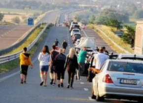Ministerul de Externe: În vama Kulata coada de mașini are 12 km și se așteaptă 6 ore. De ce durează atât de mult