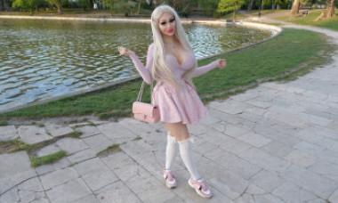 O tânără din Ungaria se plânge că nu-și poate găsi job pentru că este prea sexy. Cum arată acum și cine i-a plătit operațiile