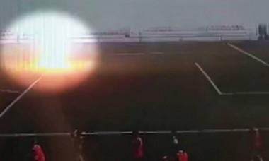 VIDEO. Un fotbalist a fost lovit de fulger. În ce stare a ajuns la spital