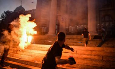 """VIDEO. De ce protestează sârbii în vremuri de pandemie? Președintele acuză implicarea unor """"spioni"""""""