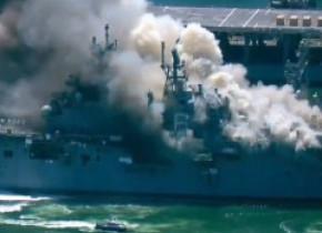Explozie urmată de un incendiu uriaș la bordul unei nave de la baza militară din San Diego