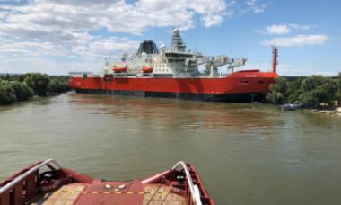 Spărgătorul de gheață de 2 miliarde de dolari construit în România a eșuat pe Dunăre
