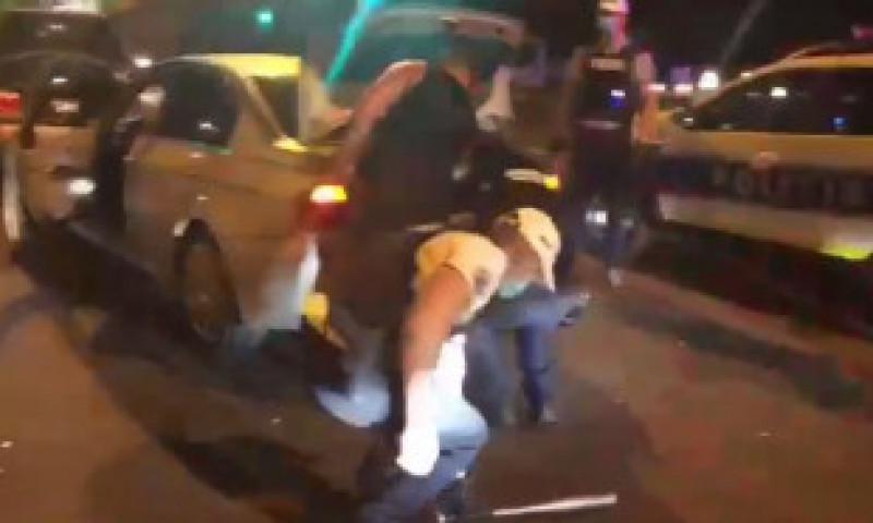 VIDEO: Filtre masive în București după moartea lui Pian. Pistoale, săbii, topoare, confiscate de polițiști