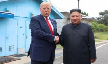 Donald Trump și Kim Jong Un, la un pas să declanșeze un război atomic în 2017. SUA urmau să folosească 80 de arme nucleare