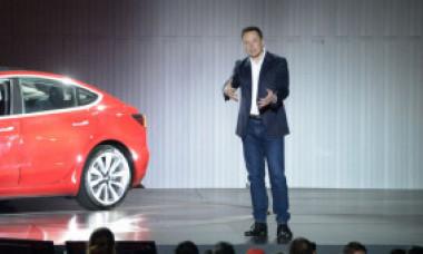 Elon Musk a anunțat cea mai ieftină mașină Tesla, iar compania sa a pierdut imediat 50 de miliarde de dolari