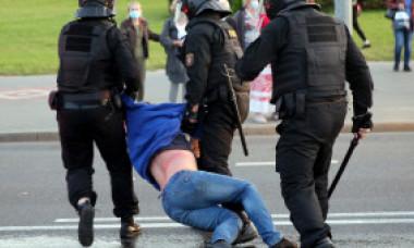 FOTOGALERIE. Scene dramatice la Minsk. Forțele de ordine dezlănțuite împotriva manifestanților