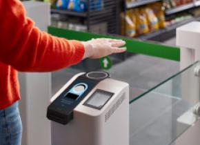 Amazon introduce plata contactless, printr-o simplă mişcare a mâinii