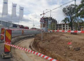 G4Media: Trotuarele de pe pasajul Ciurel, demolate imediat după inaugurare. Se lățesc benzile de circulație, ca să încapă și autobuzele