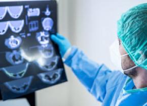 Reguli noi pentru pacienții cu coronavirus. Schimbările anunțate de Ministerul Sănătății privind testarea și internarea