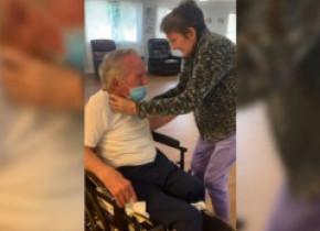 Momentul emoționant în care un bătrân își revede soția după 215 zile de spitalizare, într-un azil din Florida