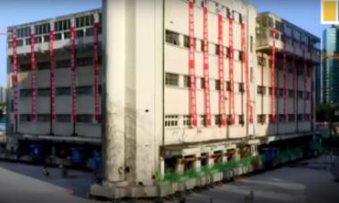 """O clădire de 7.600 de tone a """"mers"""" 62 de metri către noua sa locație"""