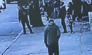 VIDEO. Momentul în care un bărbat a căzut într-o groapă plină cu șobolani, după ce trotuarul a cedat sub el
